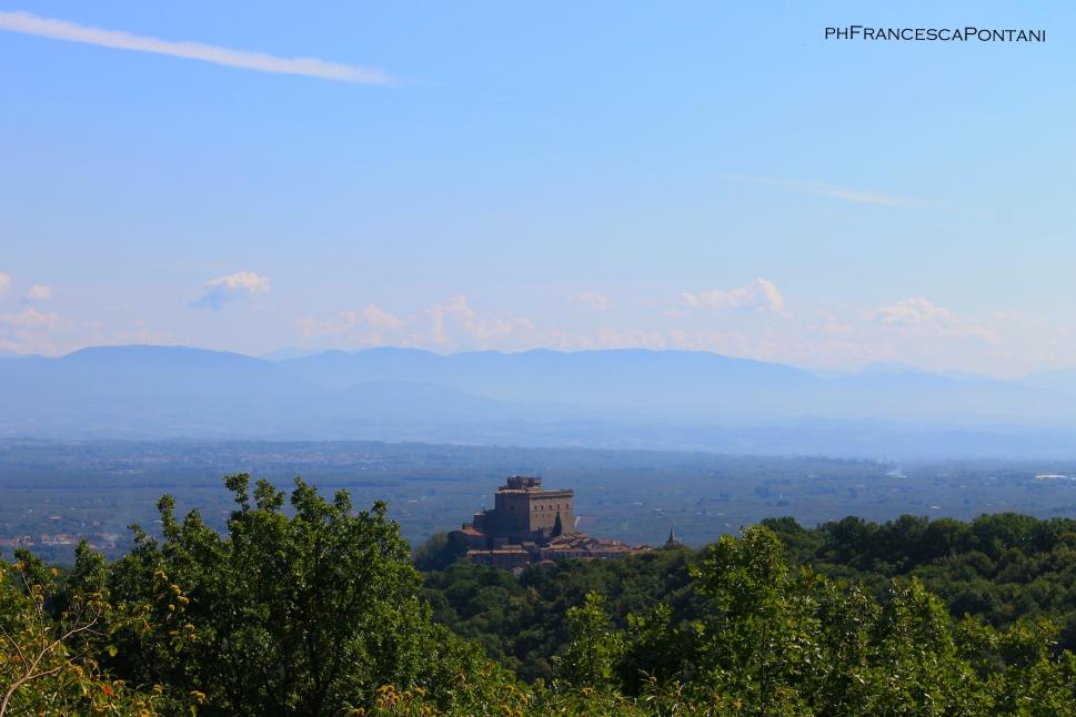 soriano_nel_cimino_bosco_didattico_veduta_castello