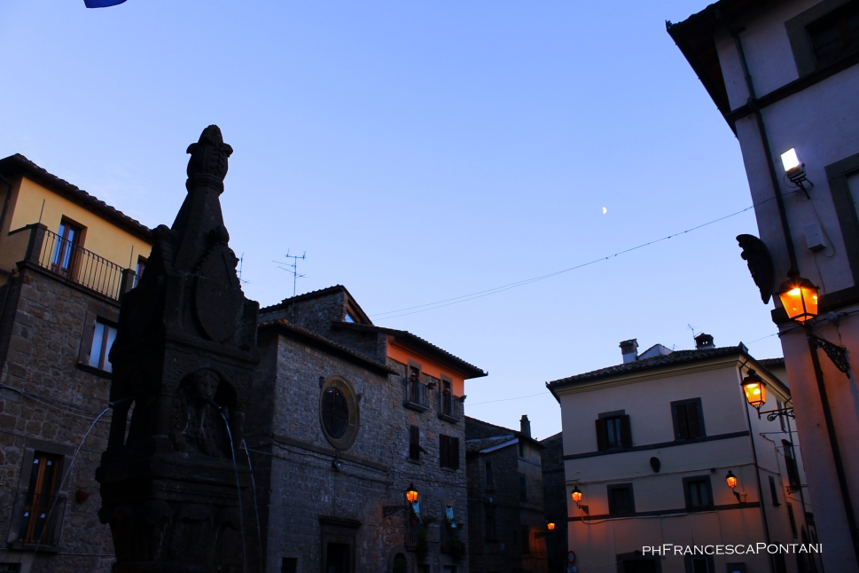 vitorchiano_luci_medioevo_tramonto