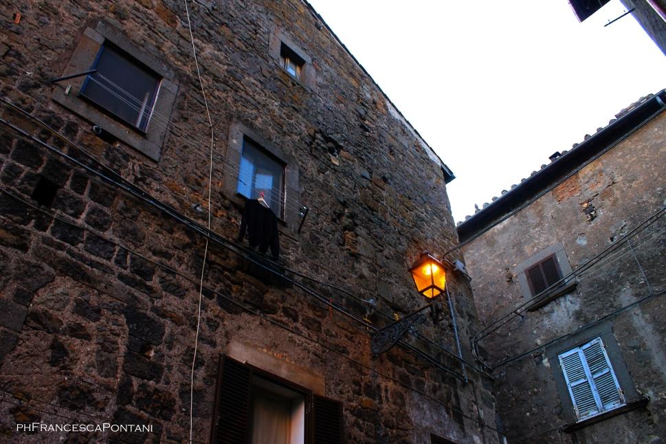 vitorchiano_un_maglione_e_un_lampione