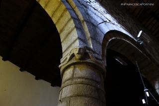 Montefiascone_Chiesa_di_Sant_Andrea_capitello_viso_uomo