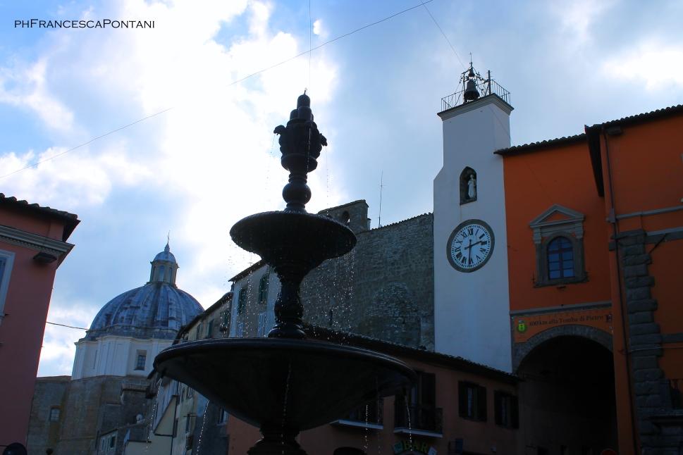 Montefiascone_fontana_e_orologio