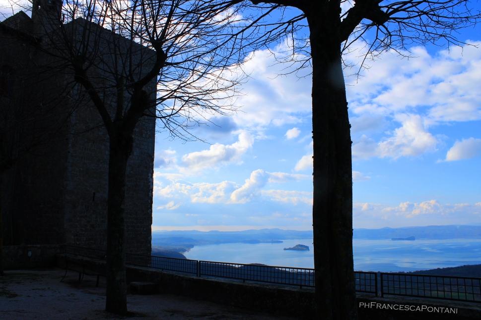 Montefiascone_veduta_Lago_di_Bolsena