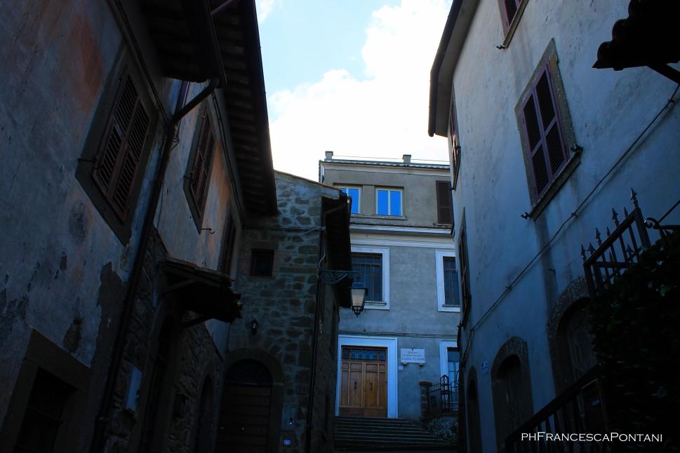 Montefiascone_Via_Francigena_salendo