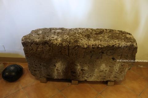Orvieto_Antiquarium_Mario_Bizzarri_Necropoli_Crocefisso_del_Tufo_epigrafe