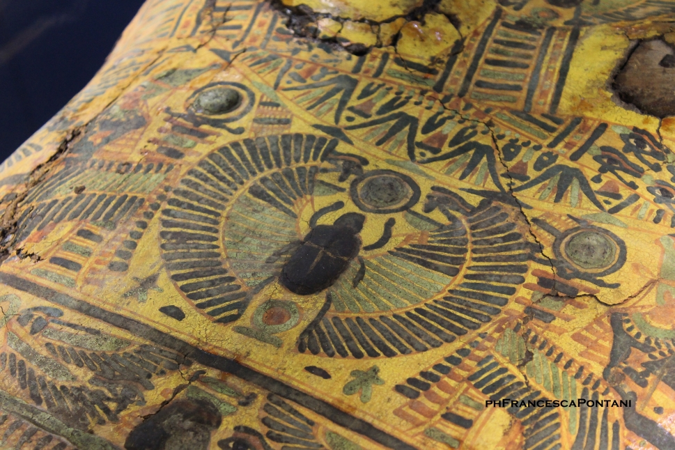 Egizi_Etruschi_sarcofago_egizio_dettaglio_Montalto_di_Castro