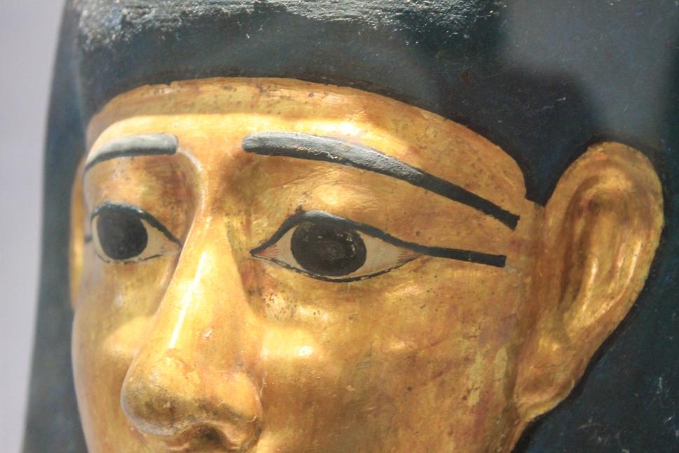 Egizi_Etruschi_mostra_maschera_funeraria_egizia_dorata