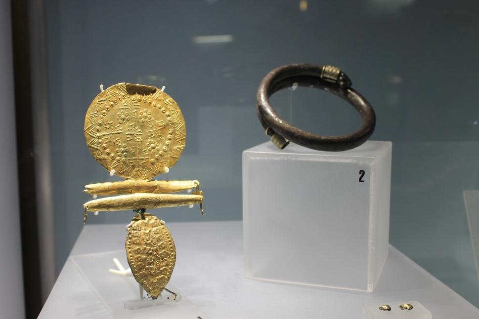 fibula d'argento dorata