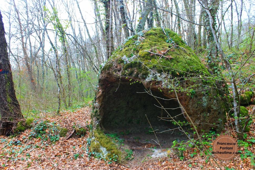 Valle_Oscura_Soriano_nel_Cimino_struttura_rupestre