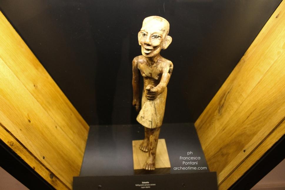 Aosta_collezione_Carugo_Antico_Egitto_Francesca.Pontani_archeotime_statua di legno